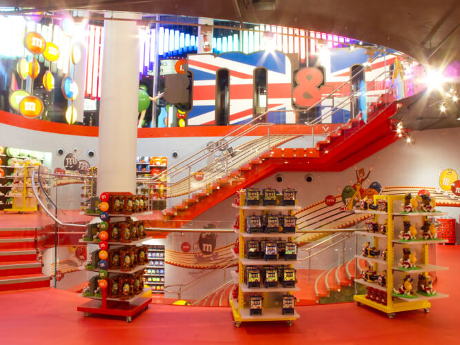 Sep 28,  · The largest M&M store in the world! So much to see in there, wall to wall M&Ms. it needs to be seen, four floors of every colour candy you could ever imagine. Tubes filled with M 4/4(K).